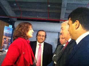 En la imagen, la Secretaria de Estado de Turismo, Isabel Borrego, saluda al Diputado segoviano José Carlos Monsalve.