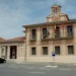 Ayuntamiento de Abades fachada foto.jpg modificado