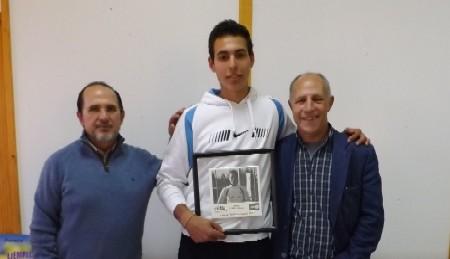 Mario Muniesa con el Presidente del Club Miguel Muñoz y el Director Deportivo Miguel Angel de Frutos