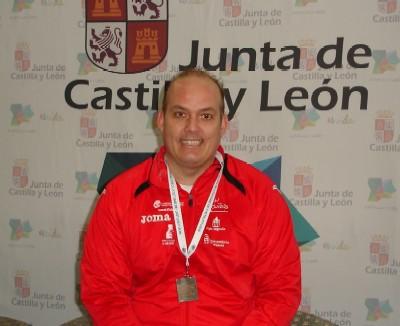 José Miguel con su medalla