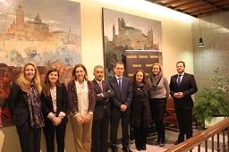 Representantes de  Bankia y la Fundación Adecco tras el acto de fima