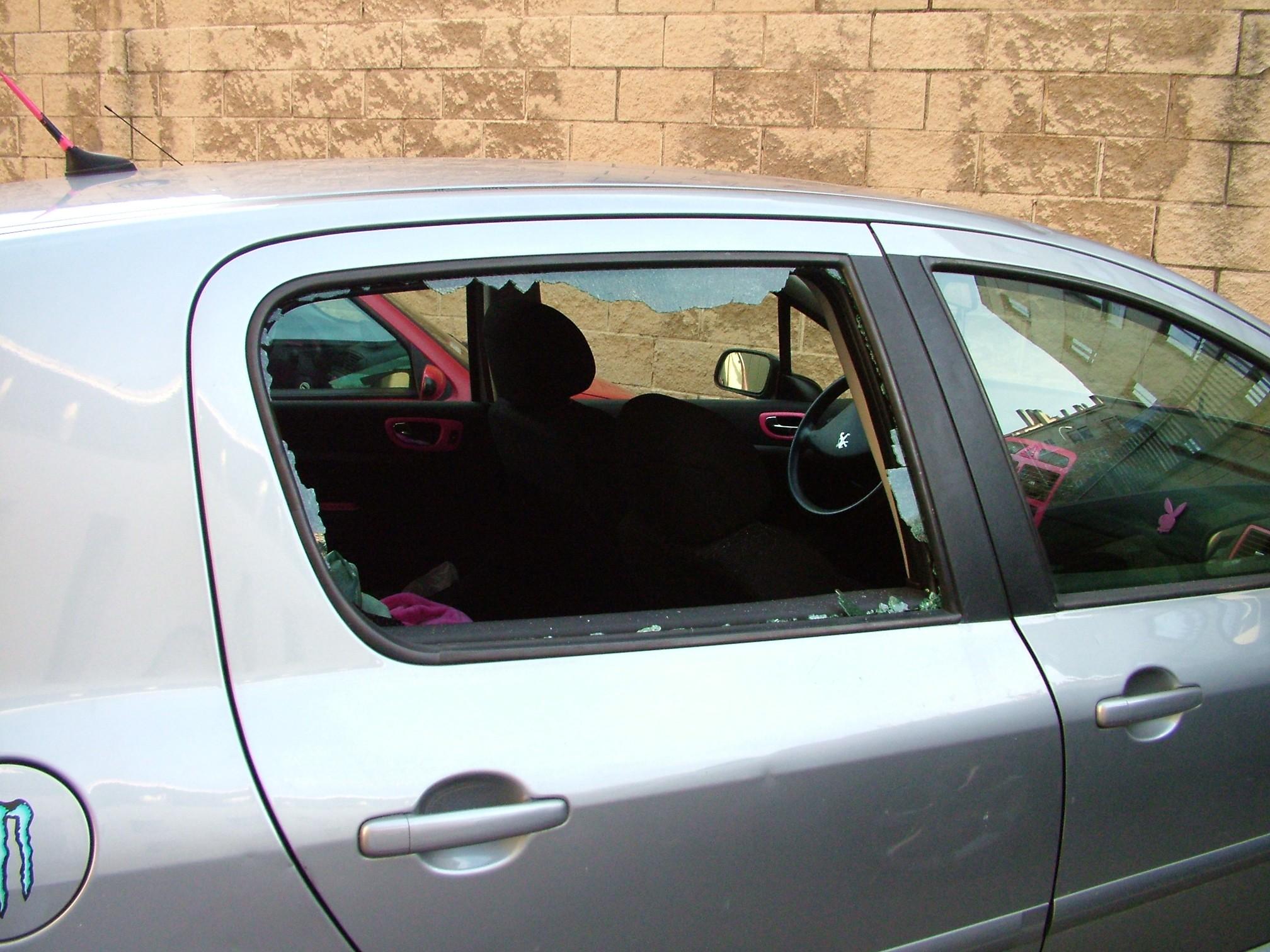 2014-06-20 ventana fracturada en vehiculo