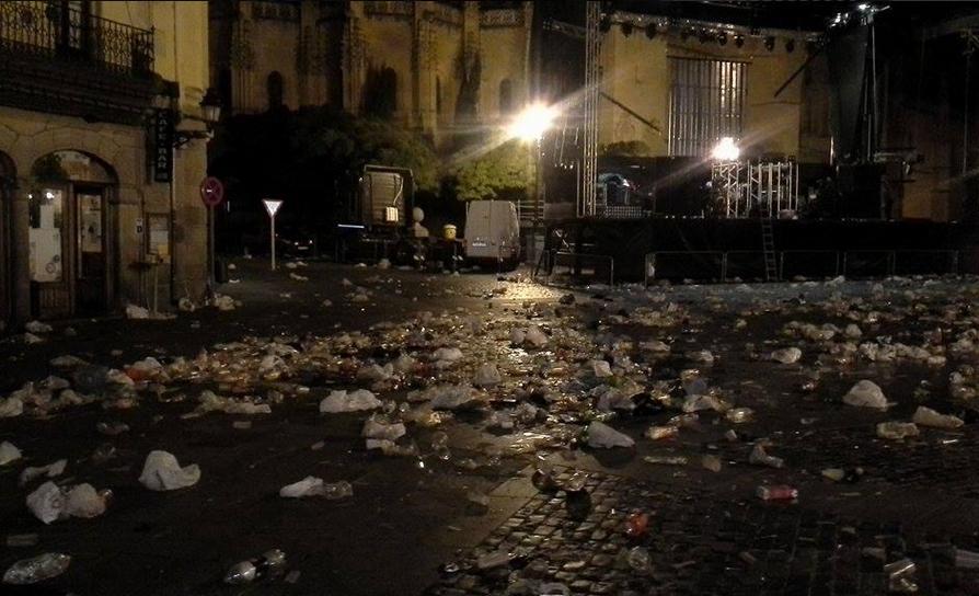 suciedad plaza mayor tras verbenas ferias 2014 2