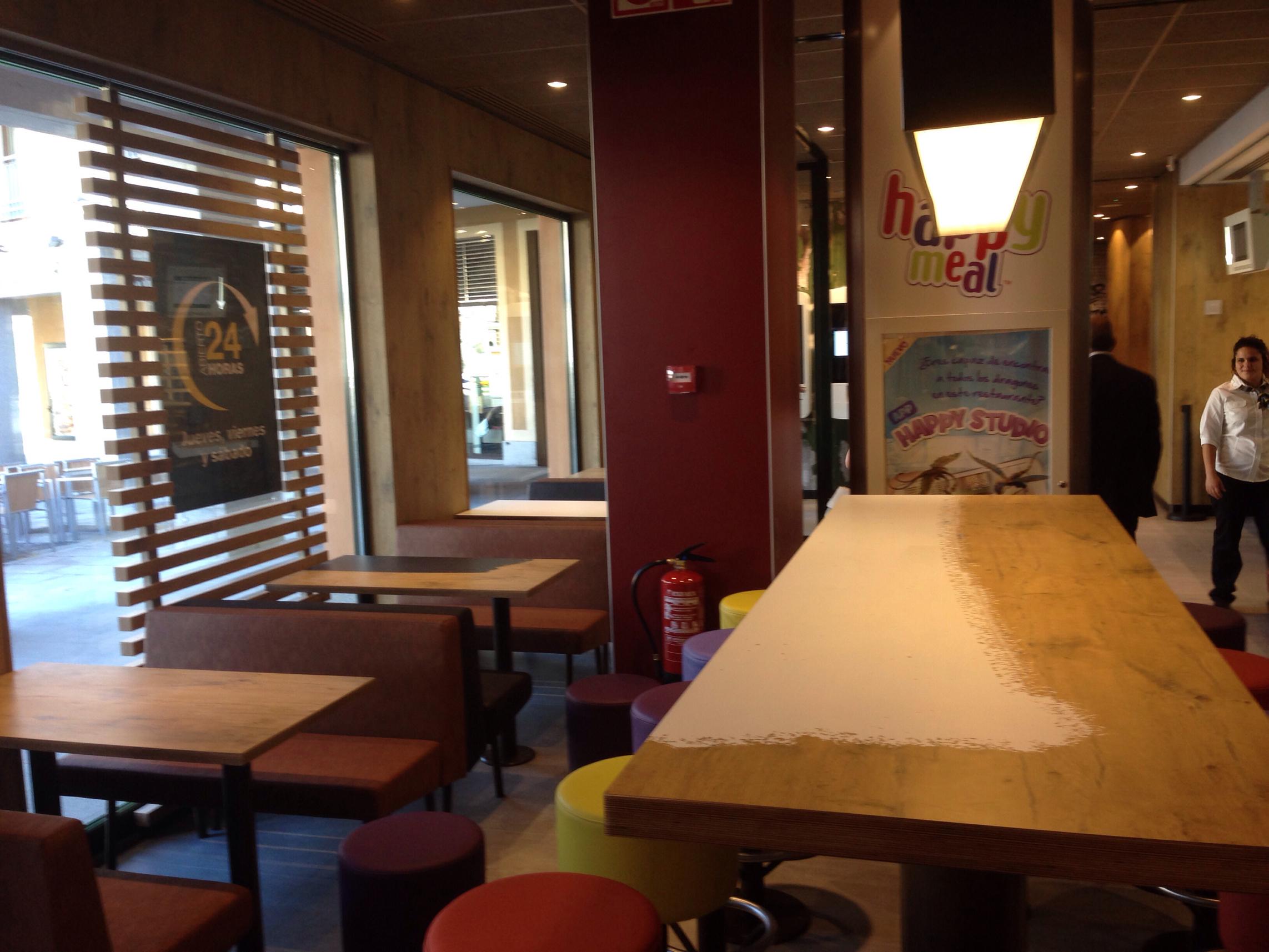 140828 inauguración McDonald Segovia 4