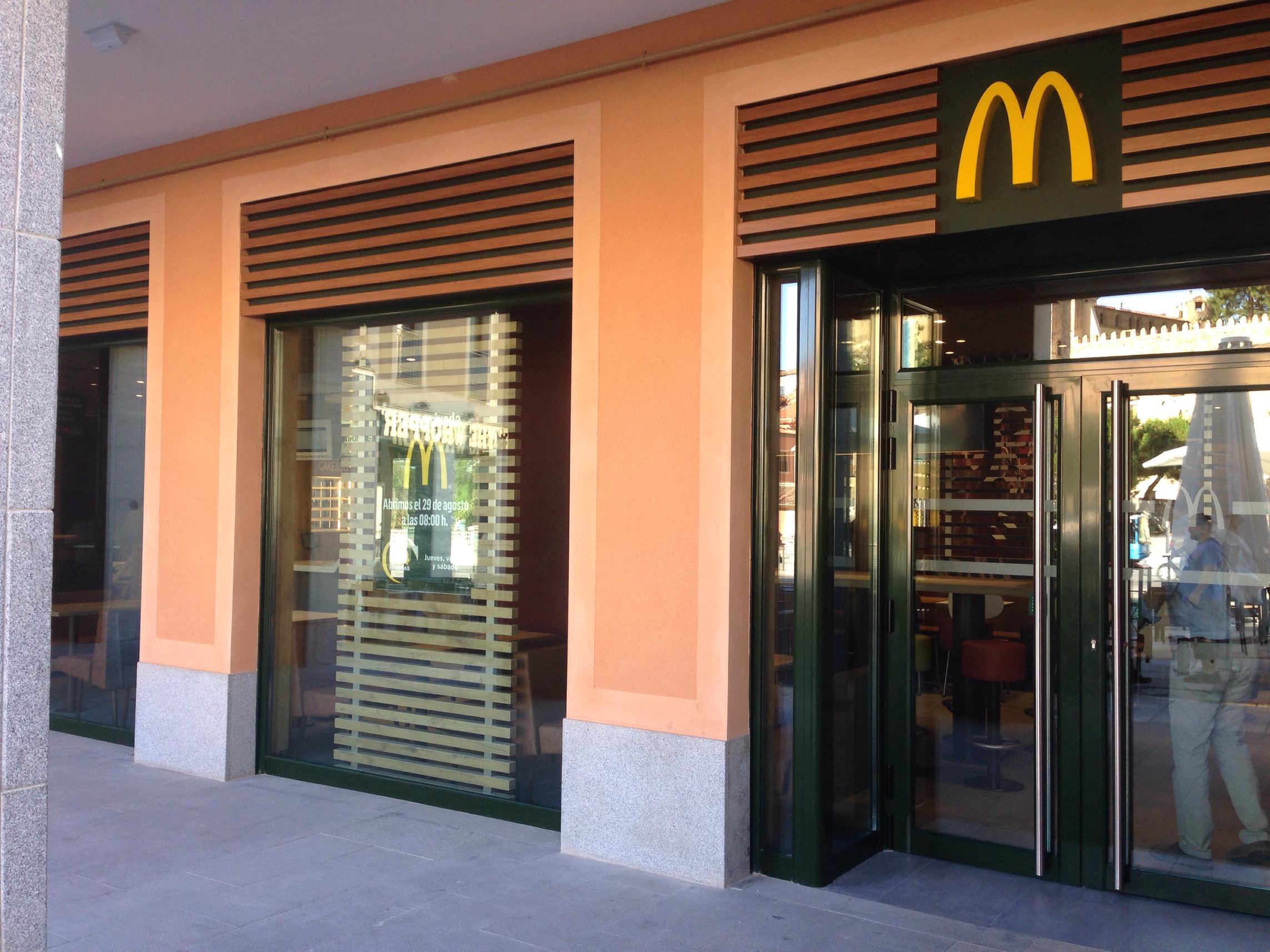 140828 inauguración McDonald Segovia 5