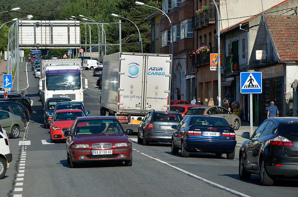 Fomento negociará el desvío del tráfico pesado por la autopista para aliviar la travesía de San Rafael
