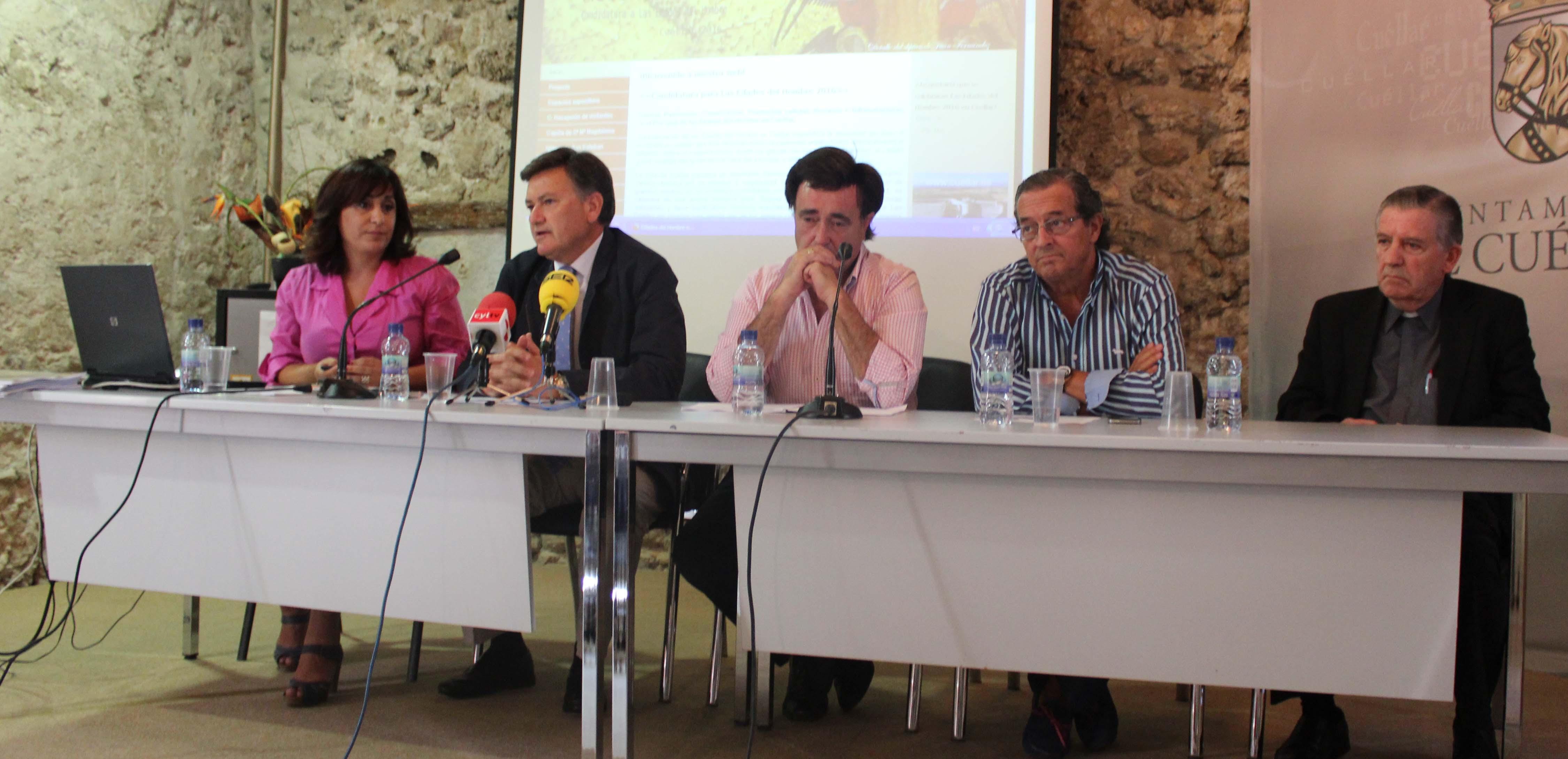 Un momento durante la presentación.De izquierda a derecha: Nuria Fernández, Francisco Vázquez, Jesús García, José Carlos Monsalve y Miguel Ángel Barbado. / J.M.