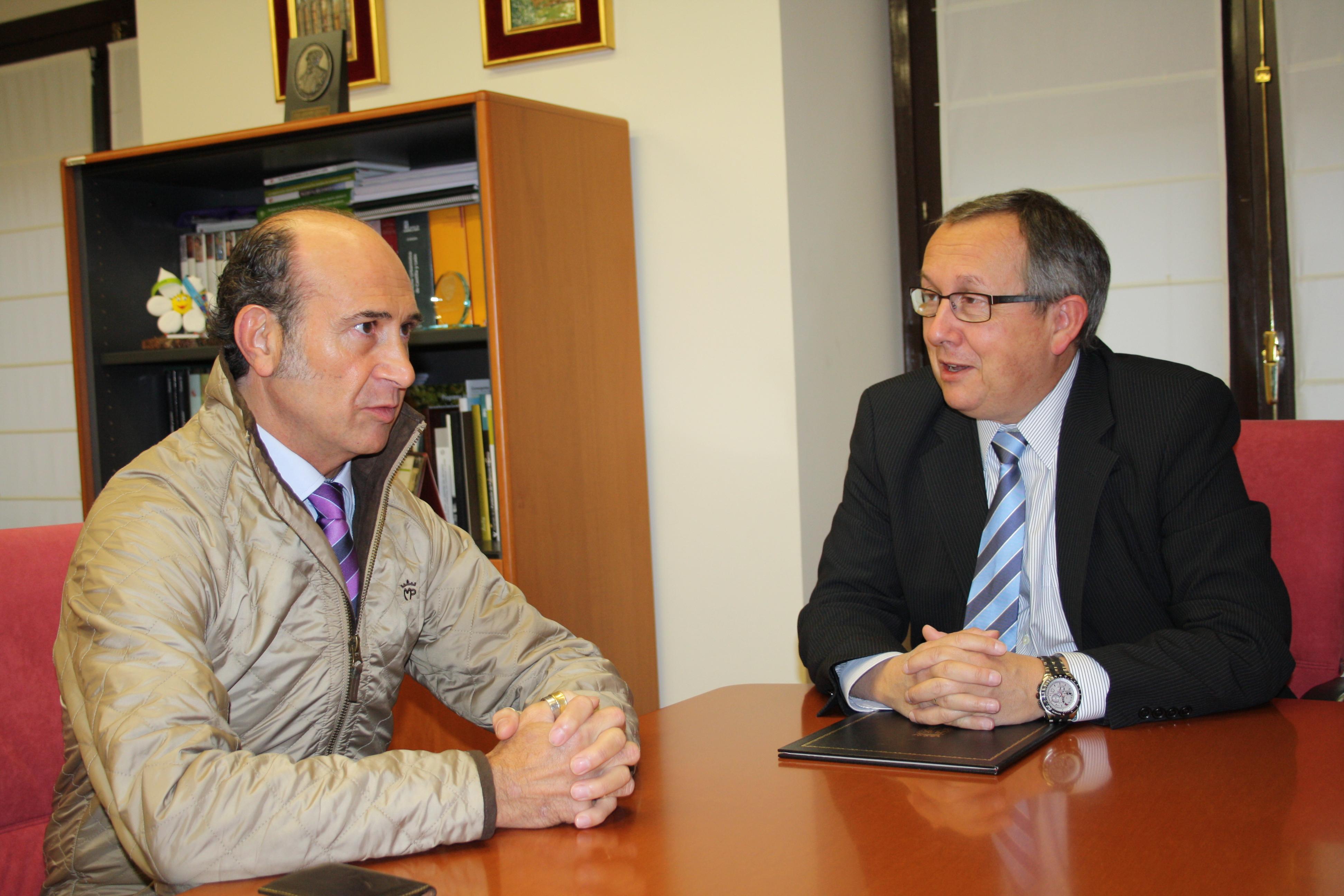 20141015 delegado y  presidente Gremio Artesanal 001