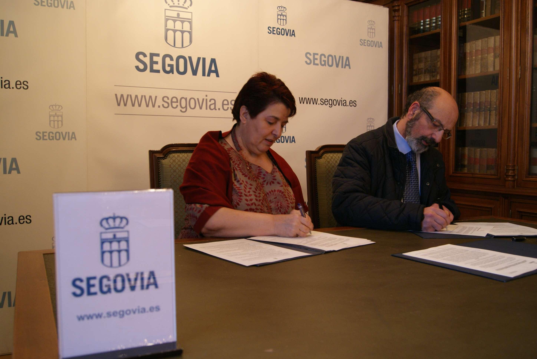 Firma de convenio de colaboración entre Ayuntamiento de Segovia y Junta de Cofradías