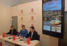 Turismo y gastronomía se dan cita en Sepúlveda en la Feria del Vino y el Queso