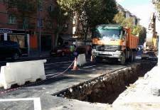 Pequeños desperfectos obligan a reabrir el asfalto en la Avenida de la Constitución