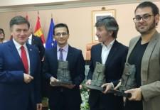 Jacobo Llano y Francisco Onieva recogen el Premio Jaime Gil de Biedma