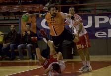 Balonmano Nava vuelve a ganar 30-33 en la cancha de Torrelavega