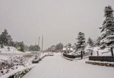 La nieve obliga a extremar la precaución en los puertos de montaña