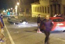 Aparatoso accidente de tráfico frente al IES La Albuera